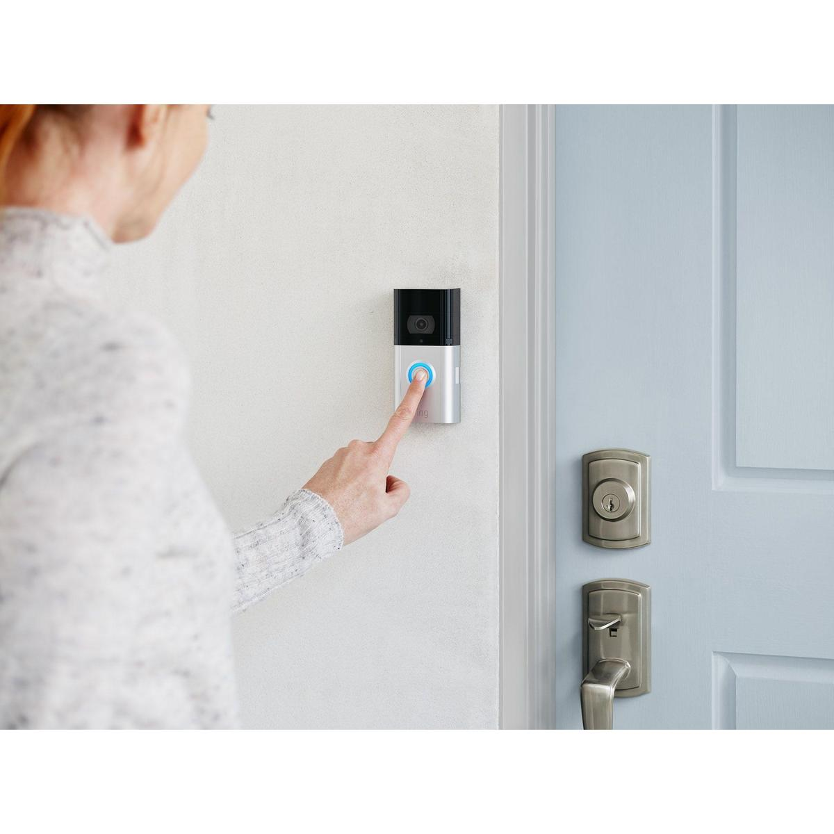 2019-lifestyle-rvd3p-womanringingdoorbell-bluedoor-1.jpg